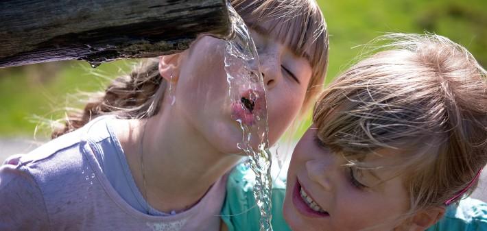 Acqua del rubinetto è PO-TA-BI-LE e BUO-NA