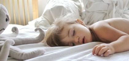 di-quante-ore-di-sonno-ha-bisogno-il-tuo-bambino-459263639[1768]x[736]780x325